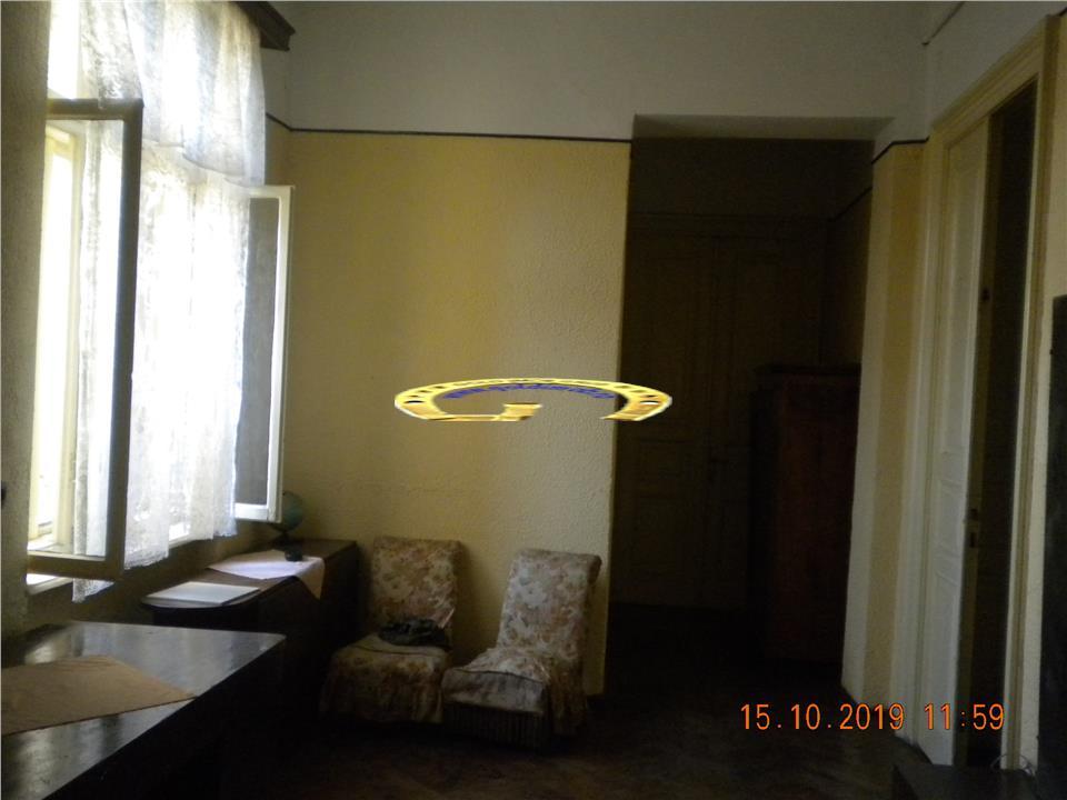 Inchiriere apartament in casa zona centrala